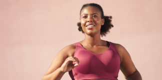 Mujer con top deportivo2